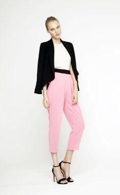 Pantalones y chaqueta en negro y rosa de Dolores Promesas Heaven