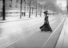 Mademoiselle Bloch première candidate à l'Ecole polytechnique Paris 1900  Albert Harlingue  Roger-Viollet