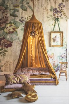 How great is this? I love the deep, rich gold. Might have to make a spot like this in the living room for the kids!
