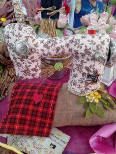Maquina de costura em tecido porta alfinete