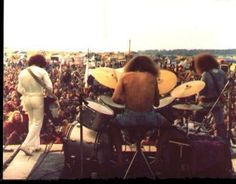 WATCH-FIELD FREE HIPPIE FESTIVAL.1975.THIS BAND IS RUBBISH..POMPUS TWITS...