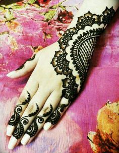 This is henna but would be a great design for a tattoo!