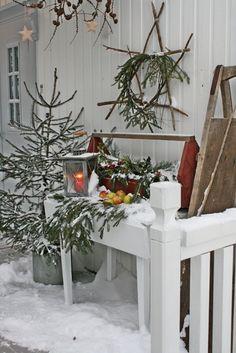 Outdoor Christmas Garden Inspiration ♥ Kerst Tuin Inspiratie Decorations Kerstboom Porch Patio #Fonteyn