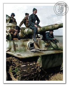 "Posádka tanku PzKpfw VI ""Tiger"" (SdKfz 181) 3. Tankové divize SS ""Totenkopf"",Kursk, červenec 1943."
