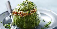 Recette de Courgettes farcies légères à la viande hachée, tomate et parmesan. Facile et rapide à réaliser, goûteuse et diététique.