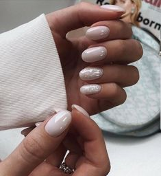 The advantage of the gel is that it allows you to enjoy your French manicure for a long time. There are four different ways to make a French manicure on gel nails. Nail Manicure, Nail Polish, Gel Nail, Short Nails Shellac, Long Nails, Nagel Tattoo, Milky Nails, November Nails, October 25