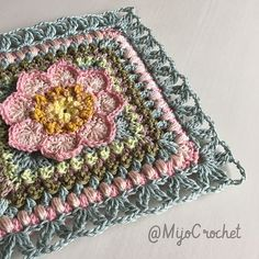 Transcendent Crochet a Solid Granny Square Ideas. Inconceivable Crochet a Solid Granny Square Ideas. Crochet Squares Afghan, Crochet Square Patterns, Crochet Quilt, Crochet Blocks, Crochet Blanket Patterns, Crochet Motif, Crochet Stitches, Free Crochet, Knitting Patterns