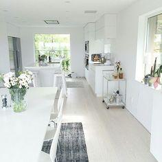 @interiorbylinn_ har ett riktigt tjusigt hem med bl a Kährs ek Nouveau Snow. Så fint! Nystädat i öv - kahrs_se