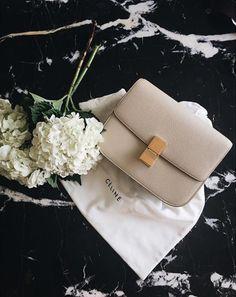 Celine Handbags - ShopStyle : This Céline bag is beyond gorgeous. Celine Classic Box, Celine Box, Celine Clutch, Chanel Handbags, Fashion Handbags, Fashion Bags, 90s Fashion, Female Fashion, Designer Handbags