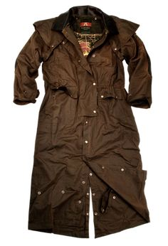 The Iron Bark Drover is a 2-in-1 full-length coat that is accented with a cowhide leather collar and cuffs. Made from the Kakadu's signature 12oz. MicroWax oilskin that is renowned for its...