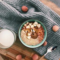 Owsianka z gruszką (⅔ szkl płatków zalać na noc wodą, rano odcedzić, wlać 2/3 szkl wody i 2/3 szkl mleka, gotować 8 min, bez miodu i oleju, gruszkę dać żeby gotowała się z owsianką lub jak już owsianka będzie gotowa) Dog Food Recipes, Cereal, Oatmeal, Breakfast, The Oatmeal, Morning Coffee, Rolled Oats, Dog Recipes, Breakfast Cereal