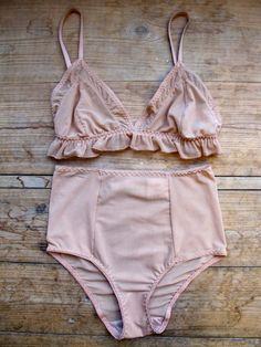 beige-blossom's sweet little bralet and panty set. Inspiring Sunday morning loungewear....