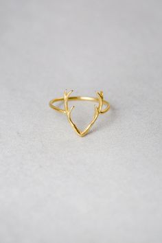 Simple yet bold antler ring. This simple band that can be worn as a ring or midi ring. Available in gold, rose gold, and silver  • Fits sizes 7-7.5
