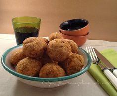 Polpette di pane al forno, ricetta semplice e gustosa. http://blog.giallozafferano.it/oya/polpette-di-pane-ricetta-semplice/