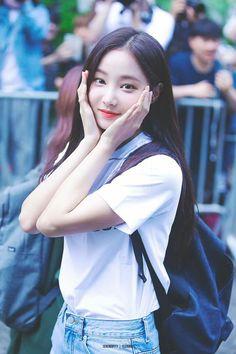 Yeonwoo from Momoland Kpop Girl Groups, Korean Girl Groups, Kpop Girls, Beautiful Girl Image, Beautiful Love, Girl Day, My Girl, Asian Woman, Asian Girl