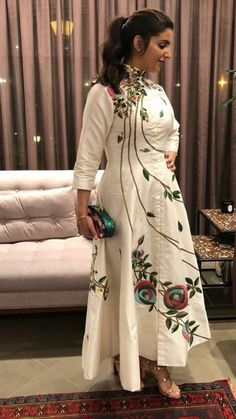 Beautiful Cotton-Silk Kurti with beautiful embroidery embellishments. Kurti Embroidery Design, Embroidery Suits, Embroidery Fashion, Indian Designer Suits, Designer Gowns, Indian Dresses, Western Dresses, Silk Kurti Designs, Dress Neck Designs