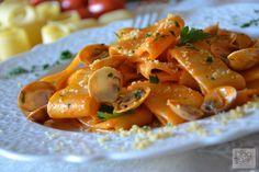 Calamarata con pesto di datterini e vongole, un primo piatto semplice e saporito da preparare in occasione delle Olimpiadi Rio 2016.