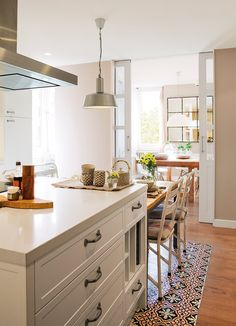 Do You Like Amazing White Kitchen Design Ideas In Your Home? Made To Measure Furniture, Kitchen Dining, Kitchen Decor, Kitchen Island, Küchen Design, Design Ideas, Dream Decor, Cozy House, Cozy Cottage