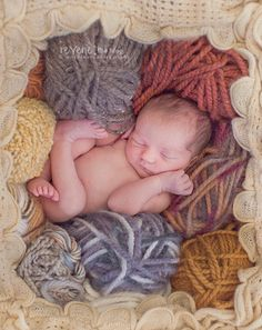 Wouldn't it be a cool idea to do a photo like this and the make a blanket for the baby from the yarn in the picture to give to the child when he is older?