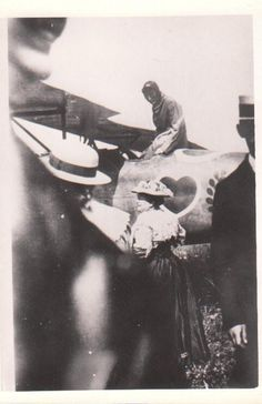 WW I Photo German Pilot Ace Werner Voss In His Alb.D III With His Mother By Wing