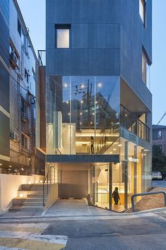 Japan Architecture, Contemporary Architecture, Interior Architecture, Small Buildings, Modern Buildings, Building Layout, Building A House, Facade Design, Exterior Design