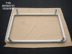 DIY Raised Dog Bed made from PVC Pipe and outdoor fabric. Cheap Dog Kennels, Diy Dog Kennel, Kennel Ideas, Diy Dog Run, Raised Dog Beds, Building A Dog Kennel, Outdoor Dog Bed, Dog Pen, Dog Crafts