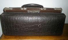 Vintage Gladstone / Doctors Bag