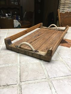 Scrap oak pallet wood turned into a serving tray Small Wood Projects, Scrap Wood Projects, Woodworking Projects That Sell, Diy Pallet Projects, Woodworking Wood, Pallet Tray, Pallet Wood, Wood Pallets, Serving Tray Wood