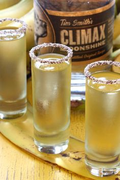 It& Friday, and better yet - it& almost happy hour. Let& get some shots going with the Climax Moonshine Banana Drops! Flavored Moonshine Recipes, Homemade Moonshine, Hard Drinks, Yummy Drinks, Fun Drinks, Pina Colada, Moonshine Cocktails, Alcoholic Drinks, Beverages