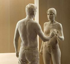 Incredibly realistic wood sculptures by Peter Demetz