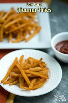 Is there such a thing as low carb french fries? Jicama is about as close as you can get, with 5 net carbs per cup. Here's the basics on how to make them. Keto Foods, Keto Snacks, Ketogenic Meals, 7 Keto, Jicama Recipe, Fries Recipe, Jicama Fries, Cena Keto, Aperitivos Keto