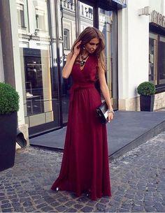 Длинное вечернее платье цвета марсала