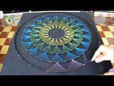 String art -- You Tube Video. String Art Templates, String Art Tutorials, String Art Patterns, Nail String Art, String Crafts, String Art Heart, Paper Embroidery, Embroidery Patterns, Hilograma Ideas
