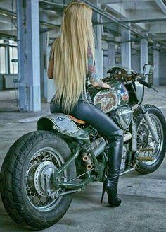 Lady Biker, Biker Girl, Motard Sexy, Chicks On Bikes, Motorbike Girl, Hot Bikes, N Girls, Pin Up, Motorcycles