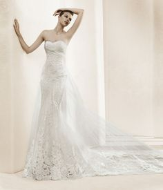 Absolutely Stunning shape and detail on this #wedding dress