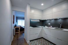 Los Mejores Revestimientos para la Cocina Kitchen Cabinets, Table, Furniture, Home Decor, To Tell, Kitchen Range Hoods, Wood Flooring, Furniture Layout, Kitchen Units