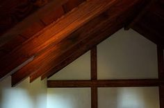 Tiny House light in rafters Tiny House Blog, Little Houses, Tiny Houses, Shelves, Interior Design, Architecture, Cottage Ideas, Decluttering, Cottages