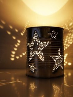 Dosenlaterne - Upcycling: Konserve - HANDMADE Kultur Tin lantern My stroke motif should definitely be stars! I used masking tape to attach the polished silver tin and painted the stars Tin Can Crafts, Diy Crafts, Diy Décor, Tin Can Lanterns, Garden Lanterns, Tin Can Lights, Upcycled Home Decor, Masking Tape, Preserves
