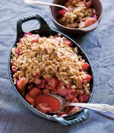 Winter Dessert: Tangy Apple and Rhubarb Crumble. Nothing beats a crumble and this sticky rhubarb and ginger version will make perfect cold weather treat. #winter #dessert #recipe