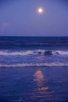 Moon Photograph - Full Moon Over The Ocean by Susanne Van Hulst An orange rising full moon at the Atlantic Ocean shore. Captured in July at the Space Coast of Florida. Night Aesthetic, Beach Aesthetic, Blue Aesthetic, Aesthetic Gif, Aesthetic Videos, Aesthetic Vintage, Ocean At Night, Beach At Night, Night Sea
