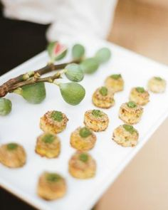 Crab cakes with herb aioli