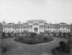 1890 Istana Maimun, Medan. Sumatra. Dutch East Indies, Dutch Colonial, City Scene, Medan, Palaces, Vintage Travel, Deli, Java, Old Photos
