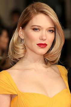 Lea Seydoux does Hollywood glam with blonde blow-dried hair, red lip and natural eyes at the BAFTAS. INTO IT | LONDON | INTOIT.LONDON | AND THE AWARD FOR BEST HAIR GOES TO...