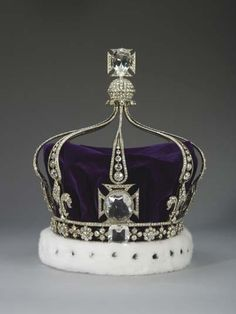 Queen Mary's Crown. The crown jewels, part of the Royal Collection, are powerful symbols of the British Monarchy. The crown, made by Gerrard & Co, used to contain the Koh-i-Noor diamond as well as the Cullinan III and the Cullinan IV. However, in 1914 these diamonds were replaced by crystal models. It contains approximately 2,200 diamonds and was specially constructed so that the arches could be removed.