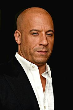 Celebrity Portraits, Celebrity Photos, Vin Diesel Twin, Dom And Letty, Cool Pencil Drawings, Dominic Toretto, Dj Photos, Diesel Fashion, Hottest Male Celebrities