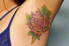 Achsel-Tattoos sind der neue Trend und wir brauchen sofort eins!