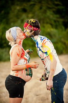 a sunshine-filled pregnant-belly-decorating paintfest