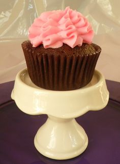 Chocolate Cupcakes with Pastel Pink Icing by BabyCakes Bakery:: www.babycakesbakery.co.za Rainbow Pastel, Pastel Pink, Pastel Cupcakes, Pink Icing, Chocolate Cupcakes, Bakery, Desserts, Food, Tailgate Desserts
