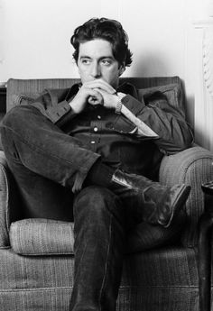 Happy Birthday to Al Pacino! Here he is photographed in London by Steve Wood Happy Birthday to Al Pacino! Here he is photographed in London by Steve Wood . Robert Downey Jr, Hollywood Stars, Old Hollywood, Young Al Pacino, Maluma Style, Best Actor Oscar, Don Draper, Actrices Hollywood, Joseph Morgan