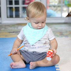 👶 Our super cute Bandana Bibs are a must have for any eating, drinking or teething little bubs or toddler. The super absorbent adorable bandana style bib is sure to keep your little one dry from dribble or spitups and helps to reduce your washing load by reducing the necessity for a change of clothes. 🤱